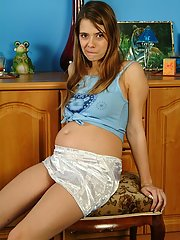 An absolutely adorable preggo girl poses naked here
